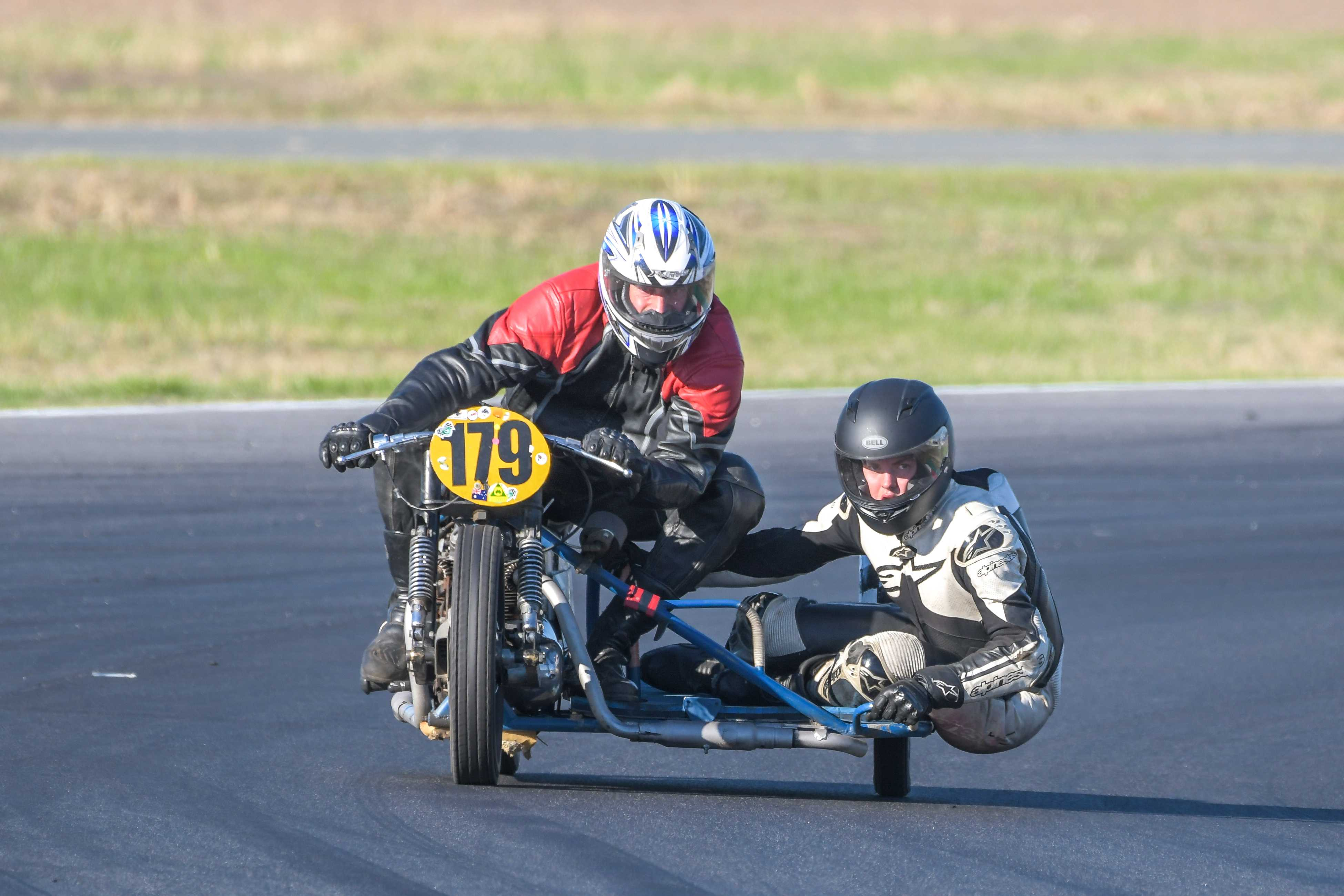 Motorbikes racing at Historic Winton